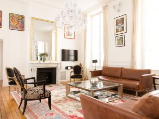 89. BEAUTIFUL 2 BEDROOM STEPS FROM LOUVRE & OPERA - Paris vacation rentals
