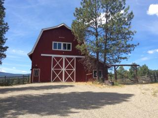 Cozy 2 bedroom Eureka Barn with Internet Access - Eureka vacation rentals
