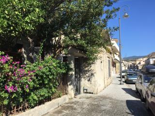 Casetta indipendente centralissima vicina al mare - Roccella Ionica vacation rentals