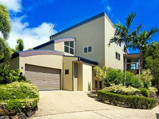 Lovely House with A/C and Shared Outdoor Pool - Hamilton Island vacation rentals