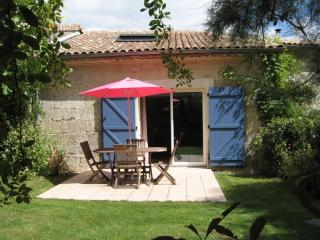 Bordeaux Cottage for 2 Le Petit gite de Fenouil - Bordeaux vacation rentals