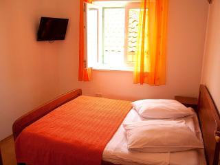 Quiet Island Apartment 'Jaksic' for 2 (A3) - Postira vacation rentals