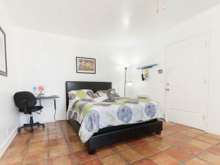 Studio 4 blocks from South Beach - Miami Beach vacation rentals