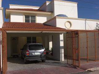 Maison récente avec jardin,piscine,garages - Merida vacation rentals