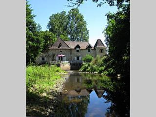 chambres d'hotes et gite MOULIN DU PIRROU - Saint-Jean-de-Cole vacation rentals
