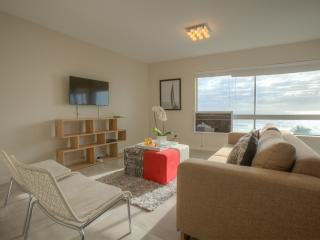 Comfortable 2 bedroom Condo in Sea Point - Sea Point vacation rentals