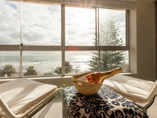 Vue Devant - Sea Point Beachfront apartment - 2bed - Sea Point vacation rentals