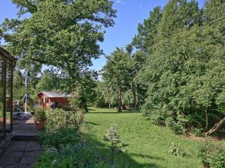 Gartenwohnung, Wintergarten Terrasse Pool u. Sauna - Taunusstein vacation rentals