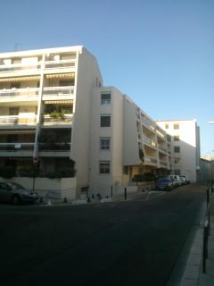 Romantic 1 bedroom Nîmes Apartment with Internet Access - Nîmes vacation rentals