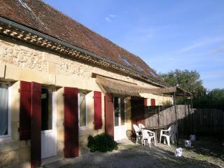 Prêt pour un séjour calme et authentique, en famille, près de Bergerac ? - Lembras vacation rentals