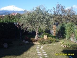 Camera Belvedere con parcheggio interno - San Pietro Clarenza vacation rentals