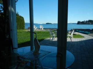 Sidney Roberts Bay waterfront apartment - Sidney vacation rentals
