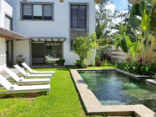 Contemporary luxury villa for 10 to 12 persons - Trou d'eau Douce vacation rentals