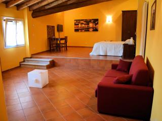 Bright 2 bedroom Townhouse in Trezzano sul Naviglio with Internet Access - Trezzano sul Naviglio vacation rentals
