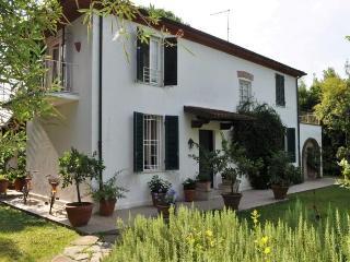 B&B LA LIMONAIA - Marina Di Pietrasanta vacation rentals