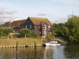 A riverside ground floor apartment with balcony - Sandford-on-Thames vacation rentals
