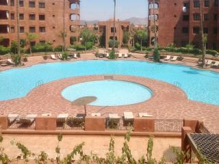 Gorgeous 2-bedroom apartment just outside Marrakech w/ deluxe terrace & pools – near Jemaa El Fna - Marrakech vacation rentals
