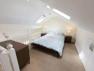 Whole house sleeps 12 in Tooting - London vacation rentals