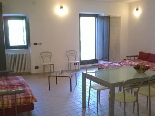 Nice House with Balcony and Cleaning Service - Pettorano sul Gizio vacation rentals