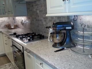 Room Roma -4 stops from Downtown+ Breakfast - Vancouver vacation rentals