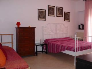 Convenient 2 bedroom Vacation Rental in Rome - Rome vacation rentals