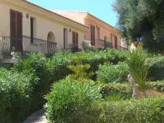 "residence ""I Delfini"" vista mare con piscina !! - Badesi vacation rentals"