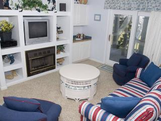 Beautiful 2 bedroom Apartment in Emerald Isle with Internet Access - Emerald Isle vacation rentals