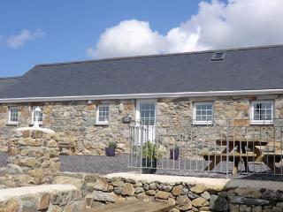 Beautiful Barn with Internet Access and Satellite Or Cable TV - Tudweiliog vacation rentals