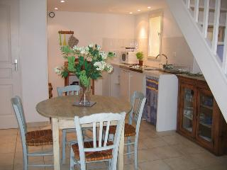 Nice Gite with Internet Access and Washing Machine - Goult vacation rentals