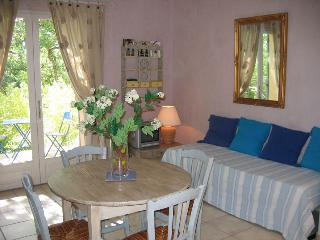 1 bedroom Gite with Internet Access in Goult - Goult vacation rentals