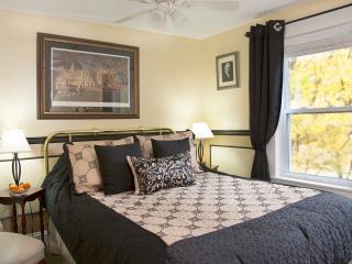 Glynn House Inn: Hoover Bedroom - Ashland vacation rentals