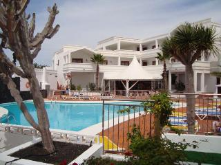 Perfect 1 bedroom Costa Teguise Apartment with Internet Access - Costa Teguise vacation rentals