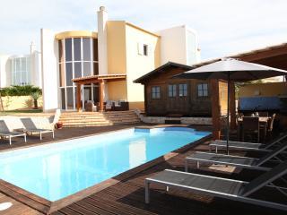 Super 3 bed villa - heated pool nr Armacao de pera - Armação de Pêra vacation rentals