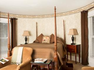 Glynn House Inn: Harrison Deluxe Bedroom - New Hampton vacation rentals