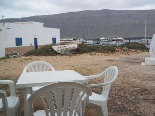 Charming 2 bedroom Caleta de Sebo Apartment with Internet Access - Caleta de Sebo vacation rentals