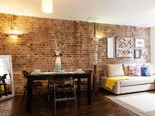 Trendy Central Two- Bed Two- Bath Apt - Zone 1 - London vacation rentals