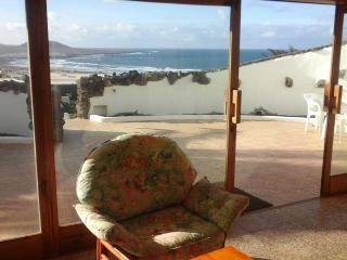 BUNGALOW FAMALIZA IN FAMARA FOR 3P - Famara vacation rentals