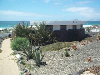 Perfect 2 bedroom Bungalow in Famara with Internet Access - Famara vacation rentals
