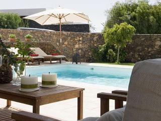 Beautiful 4 bedroom Villa in Puerto Del Carmen with Internet Access - Puerto Del Carmen vacation rentals