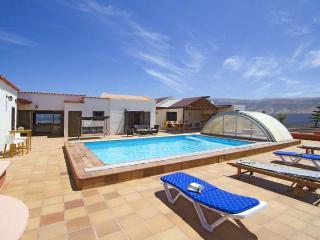 Perfect 5 bedroom Villa in Famara with Internet Access - Famara vacation rentals