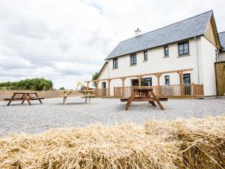 6 bedroom Farmhouse Barn with Deck in Slane - Slane vacation rentals