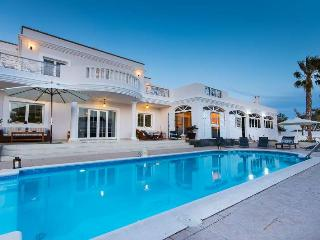 VILLA PAZHAR IN COSTA TEGUISE FOR 10P - Costa Teguise vacation rentals
