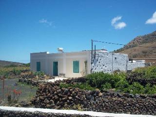 Beautiful 4 bedroom Villa in La Graciosa with Television - La Graciosa vacation rentals