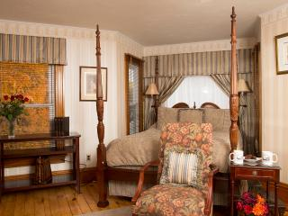 Glynn House Inn: Taft Deluxe Bedroom - New Hampton vacation rentals