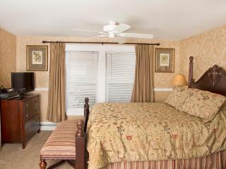Glynn House Inn: Harding Deluxe Bedroom - Ashland vacation rentals