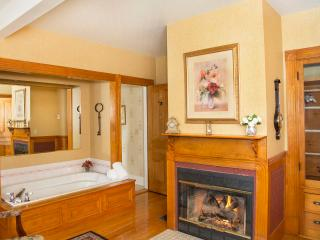 Glynn House Inn: Monroe Deluxe Suite - New Hampton vacation rentals