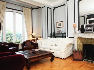 Amazing 4 bedrooms in Paris 17 - Paris vacation rentals