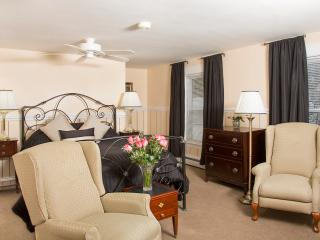 Glynn House Inn: Adams Deluxe Suite - Ashland vacation rentals