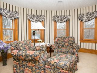 Glynn House Inn: Washington Deluxe Suite - New Hampton vacation rentals