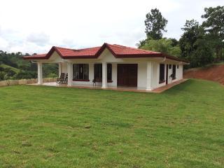 SR2-4 Bedroom, 2 Bath, FUllyFurnished 2828 sf - San Isidro de El General vacation rentals